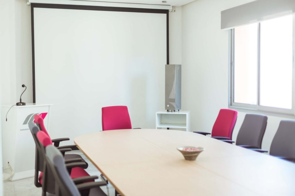The Ikibox 250 indoor air purifier reduces odors and purifies the air in your offices, meeting rooms or open space